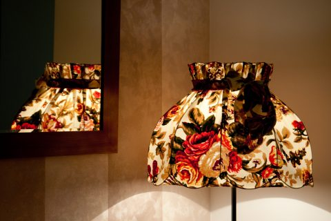Powraca moda na lampy abażurowe