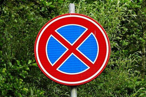 Sprzedaż znaków i luster drogowych