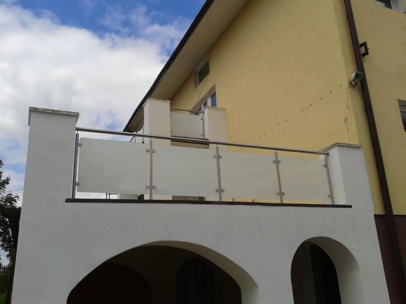 Balustrada nierdzewna na balkonie